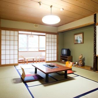 四季を彩る渓谷側の和室10畳(バス、ウォッシュトイレ)