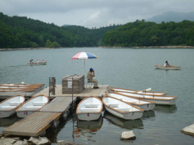 琵琶池のボート乗り場