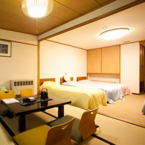 和洋室4ベット+窓際に6畳間(バス、トイレ付)