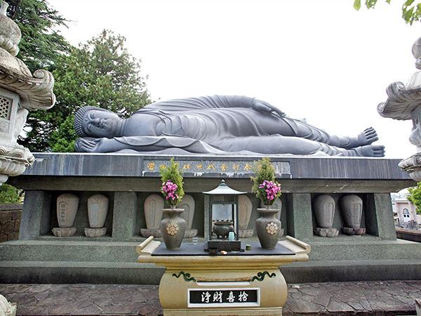釈尊涅槃像