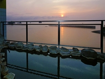 岬の湯 露天風呂 朝日を望む