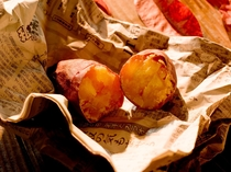【無料サービス】11月~2月迄の週末(金~日)限定で焼き芋サービス♪(仕入れや天候により変更の場合有