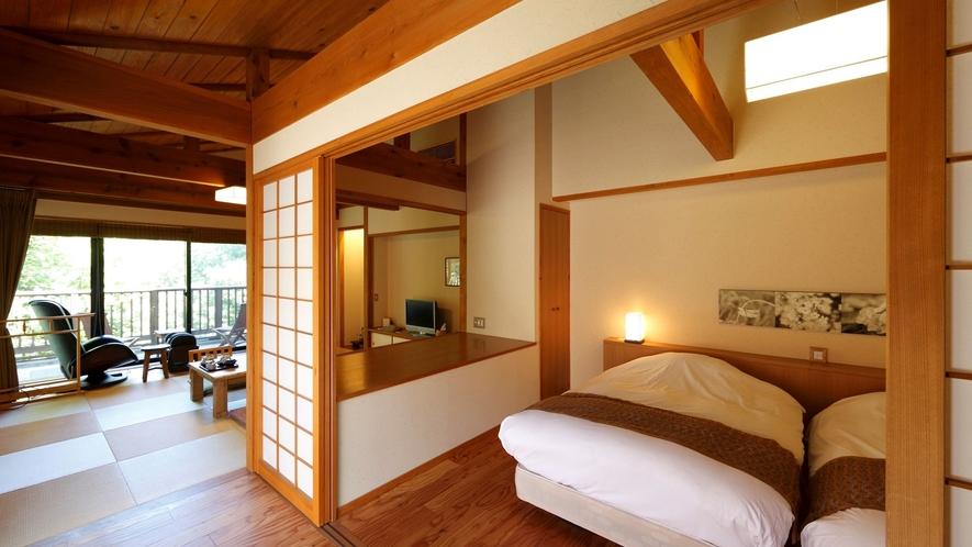 【別邸 山の音58平米】トリプルベッドを備えた和モダンの広々和洋室