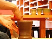 「陶芸工房」陶芸体験。本格的なろくろも楽しめる。初心者の方でも安心