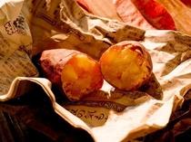 11月~3月末まで!週末(金・土・日)限定で焼き芋無料提供♪