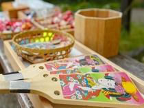 【敷地内】懐かしの遊びコーナー。羽子板、お手玉、けん玉など・・・懐かしいあそびが沢山。
