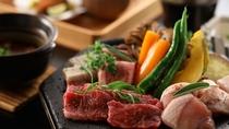 【お肉の溶岩焼き】国産牛を、溶岩プレートで焼いてお召し上がりいただける。