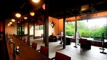 【お食事処:山ぼうし】広々とした空間で、ゆっくりとお食事をお楽しみください。