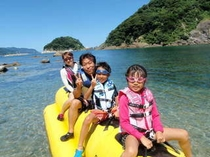 海遊び 家族バナナ