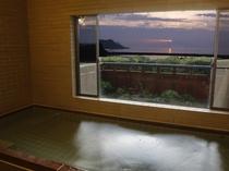 24時間入浴の大浴場温泉