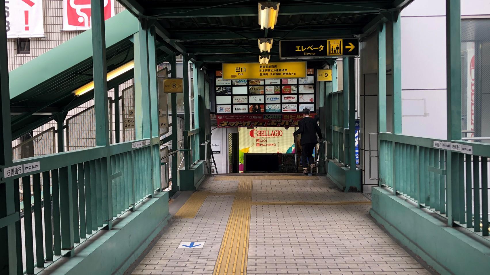 【道順(5)】直進すると右側に9番出口が見えます。わかりづらいので注意してください。