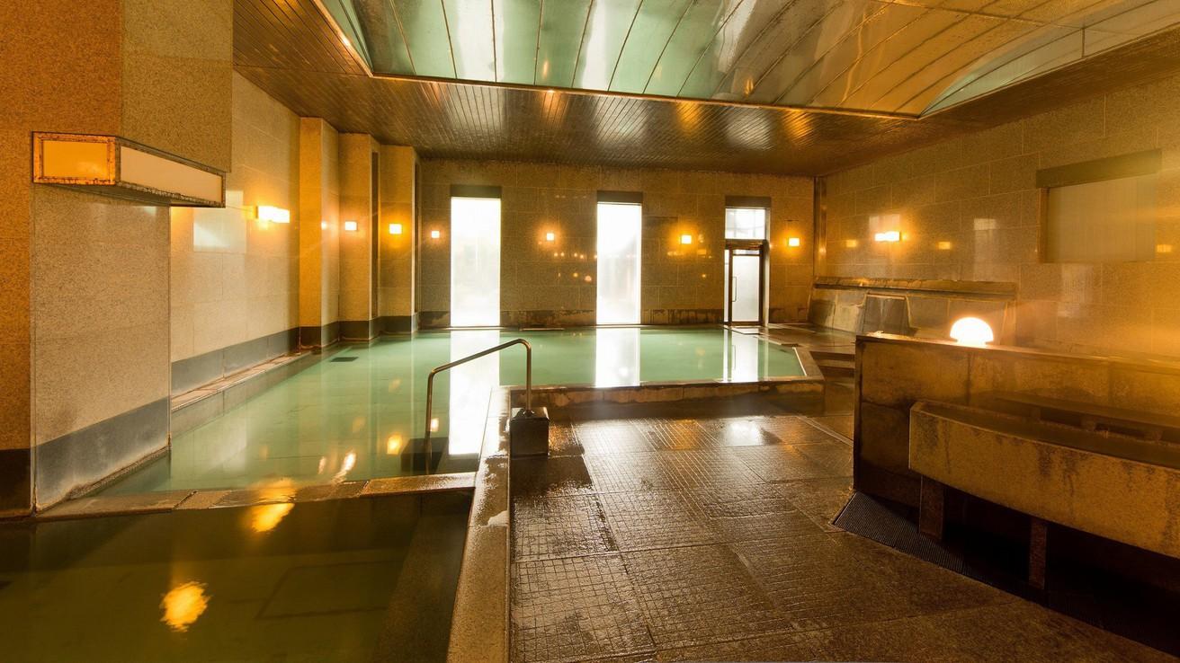 【温泉大浴場・うたたね乃湯】男性浴場(手前はあつ湯、奥はぬる湯です)