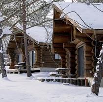 【ログハウス冬の外観】ホテルより車で約5分・全室キッチン完備。