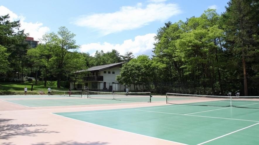 【テニスコート】ハードコート3面を完備しております。事前予約が可能です。