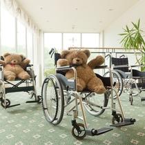 ホテルフロントにて、車椅子のレンタルを数台ご用意しております。