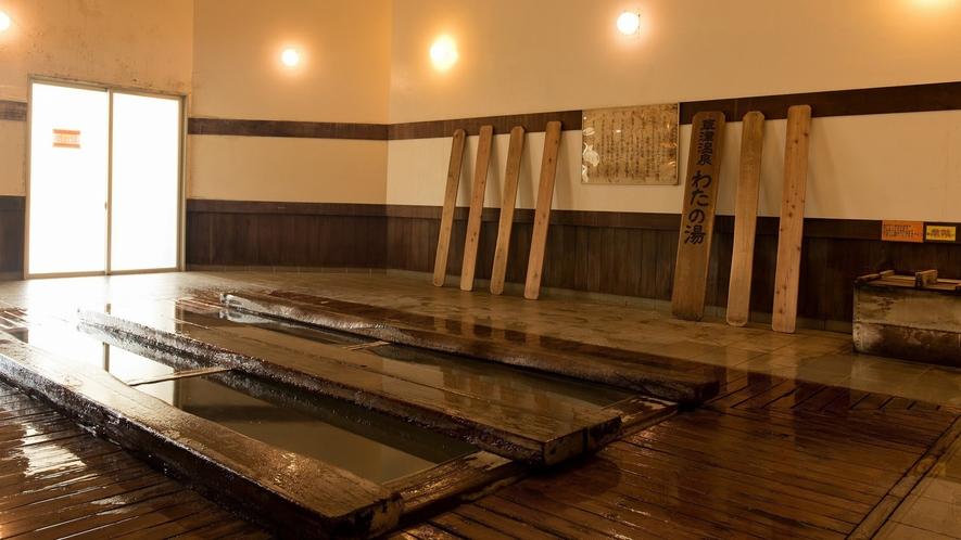 【わたの湯】草津の数ある源泉の中でも貴重な源泉で、綿のようにやわらかい泉質です。