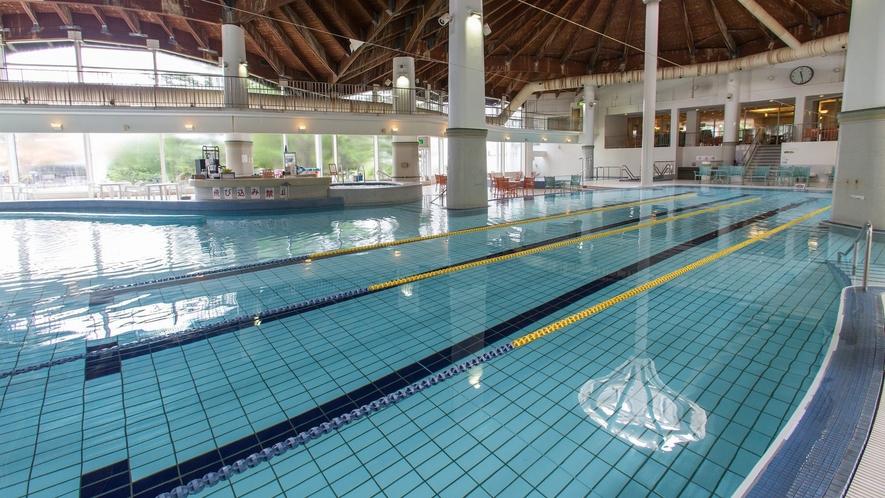 テルメテルメの室内プールは、水深115センチ・水温は30度前後で設定しております。