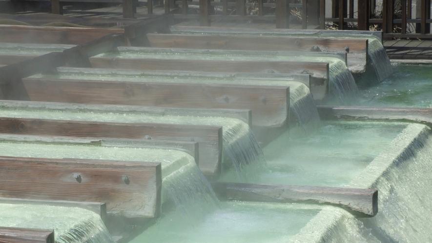草津温泉のライトアップ画像(草津観光協会提供)