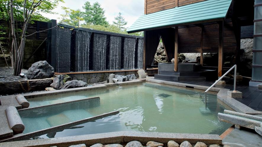 草津温泉ホテルヴィレッジ「露天風呂」湯畑源泉をお楽しみください。