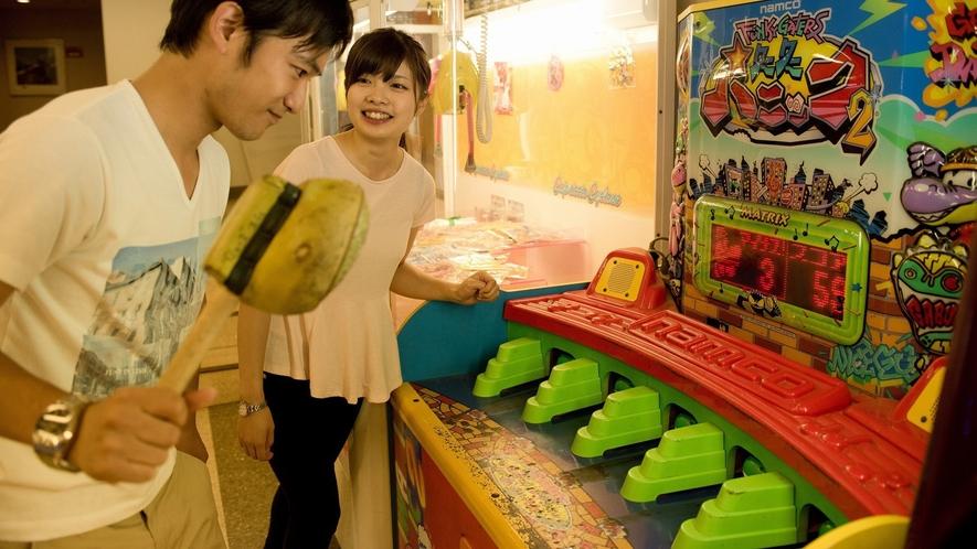 館内のゲームコーナーは、懐かしいゲーム機をご用意!小さなお子様でも遊べます。