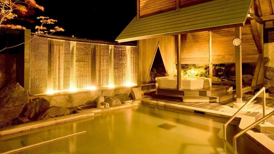 夜の露天風呂をお愉しみください。一晩中ご利用いただけます。