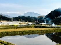 駐車場から見える飯田市のシンボル 風越山