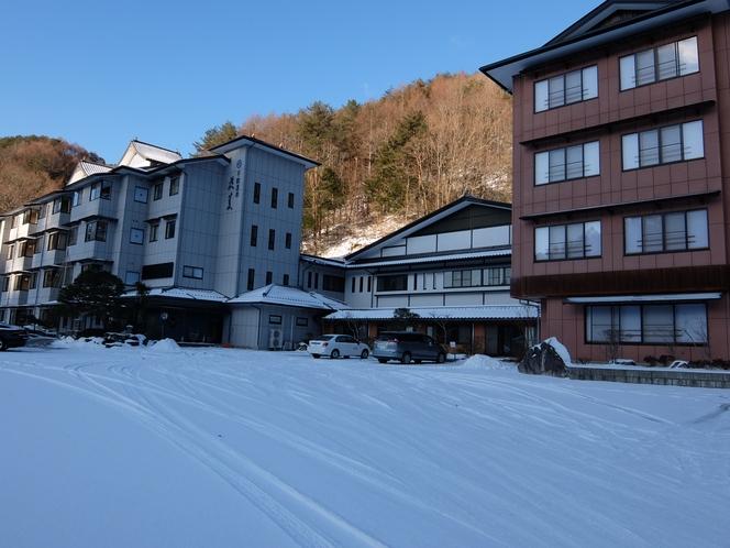 雪景色の駐車場