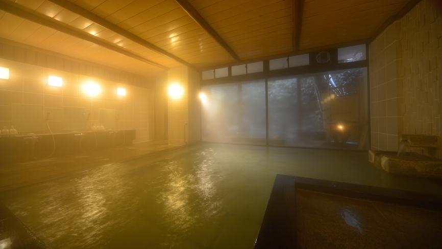 大浴場 君子の湯 殿方浴場 ■内湯 黒御影石の湯船 内風呂は黒御影石を使った浴槽でございます。