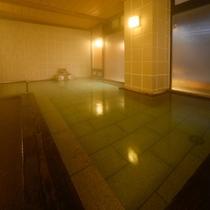 大浴場 白玉の湯 姫方浴場 ■内湯 赤御影石の湯船 内風呂は赤御影石を使った浴槽でございます。