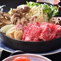 京風懐石コースのメニューより約5品を除き、大阪屋名物の「上州牛すきやき」をご用意いたします。