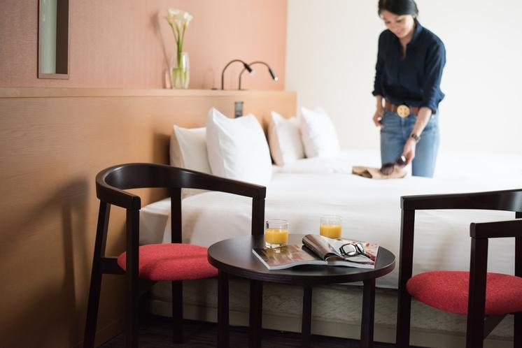 客室 【コーナーツイン】角部屋のコーナーツインはチェアセットもあり、のんびりおしゃべりもOK