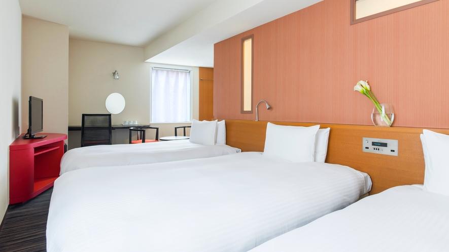 客室【トリプル】24平米 ベッド幅122cm × 2台 + 110cm  × 1台 多機能シャワーブ