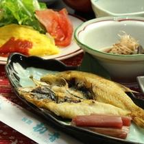 朝はボリュームたっぷりの和定食(一例)