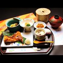【和Aコース】 日替わり和定食。別途1,800円でお付けできます。