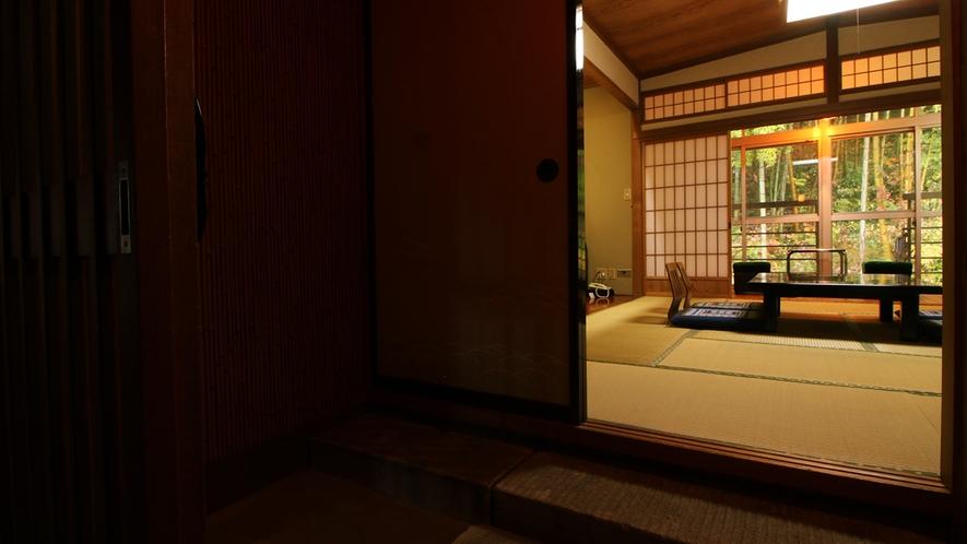 【華月】10畳トイレ無 踏込+広縁 外には裏山の自然が広がっています