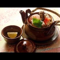 松茸の土瓶蒸しは幸せがいっぱい詰まっています