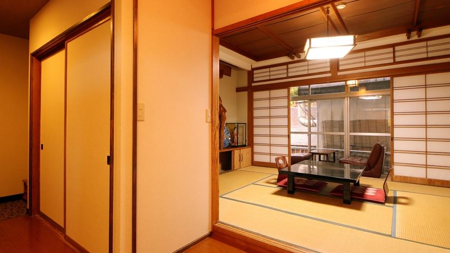 【つる】 8畳トイレ付 踏込+広縁 景色は少し建物の遮りがありますが空間はゆったり
