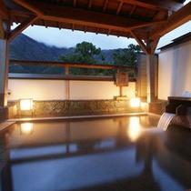 【風呂】早朝の露天風呂
