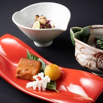 【前菜】鮭焼漬け、かきのもと舞茸、はりはり山椒<秋の越後ごっつぉ~ECHIGO~>