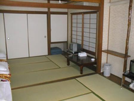 和室大(バス付・トイレ共用 2〜5名)