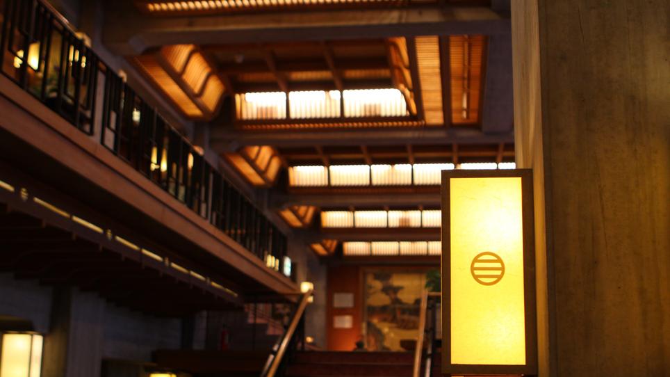 【本館】 ロビー 信州が生んだ建築家 故宮本忠長氏の設計です