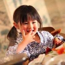 ◇女の子が笑顔で食事