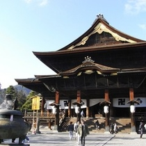 善光寺はもちろん、長野駅から続く参道を見物しながらぶらぶら歩くのもまた楽しい。