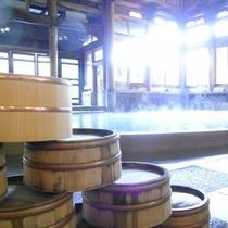 【桃山風呂】備え付けの桶と湯船