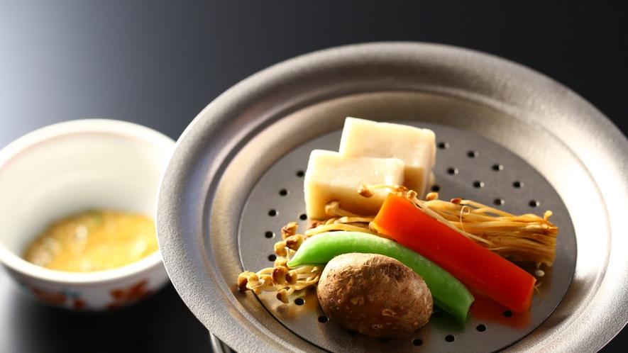 特製えのき蒲鉾と信州野菜の温泉蒸し まぁーず味噌で召し上がれ