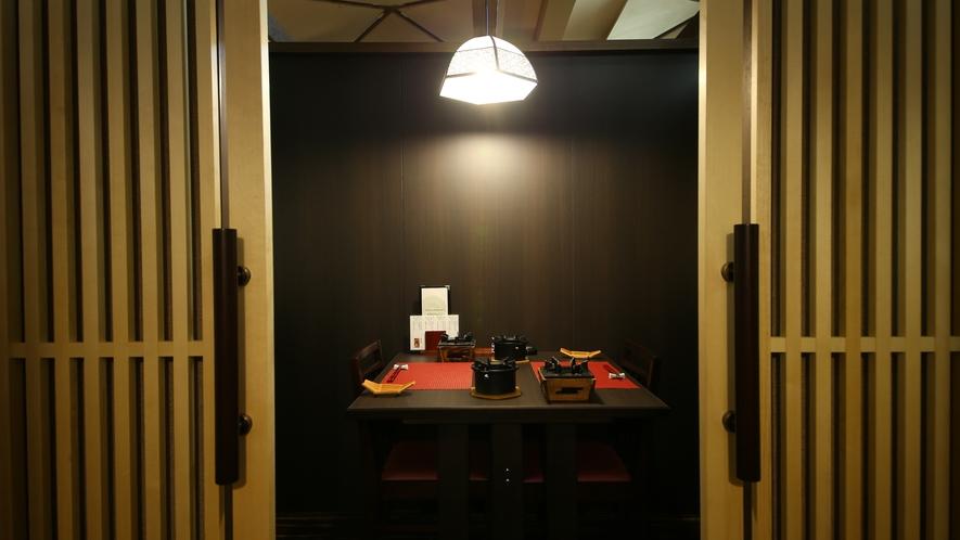 【個室食事処】(蓬莱ほうらい)入口 穏やかな光と共にお迎えいたします