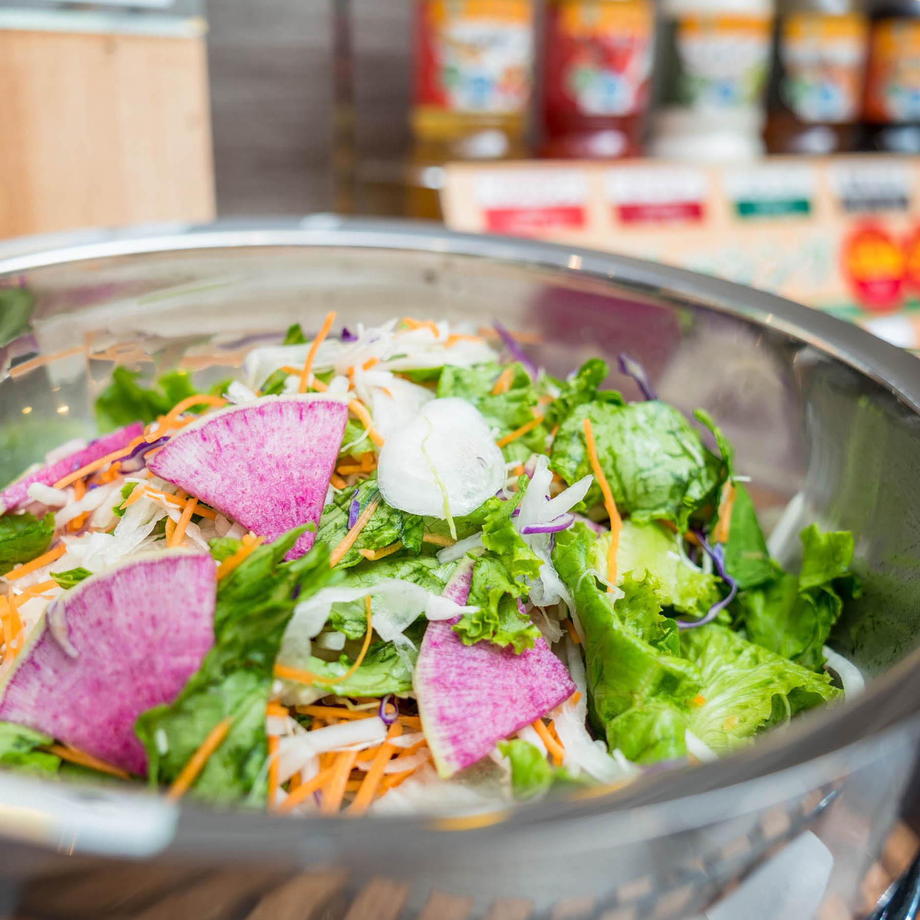 安心・安全の有機JAS認定野菜使用のサラダ