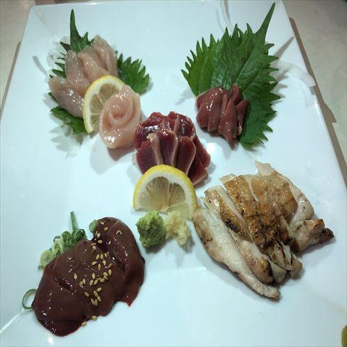 【やきとり司】鳥刺し、焼き鳥、一品料理と幅広く取り揃えております。
