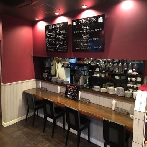 【T's Cafe】店内はカウンターもテーブル席もございます!