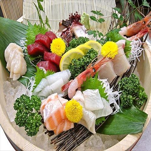 【寿司広】毎朝、店主がこだわりで仕入れた旬の新鮮素材が楽しめます。